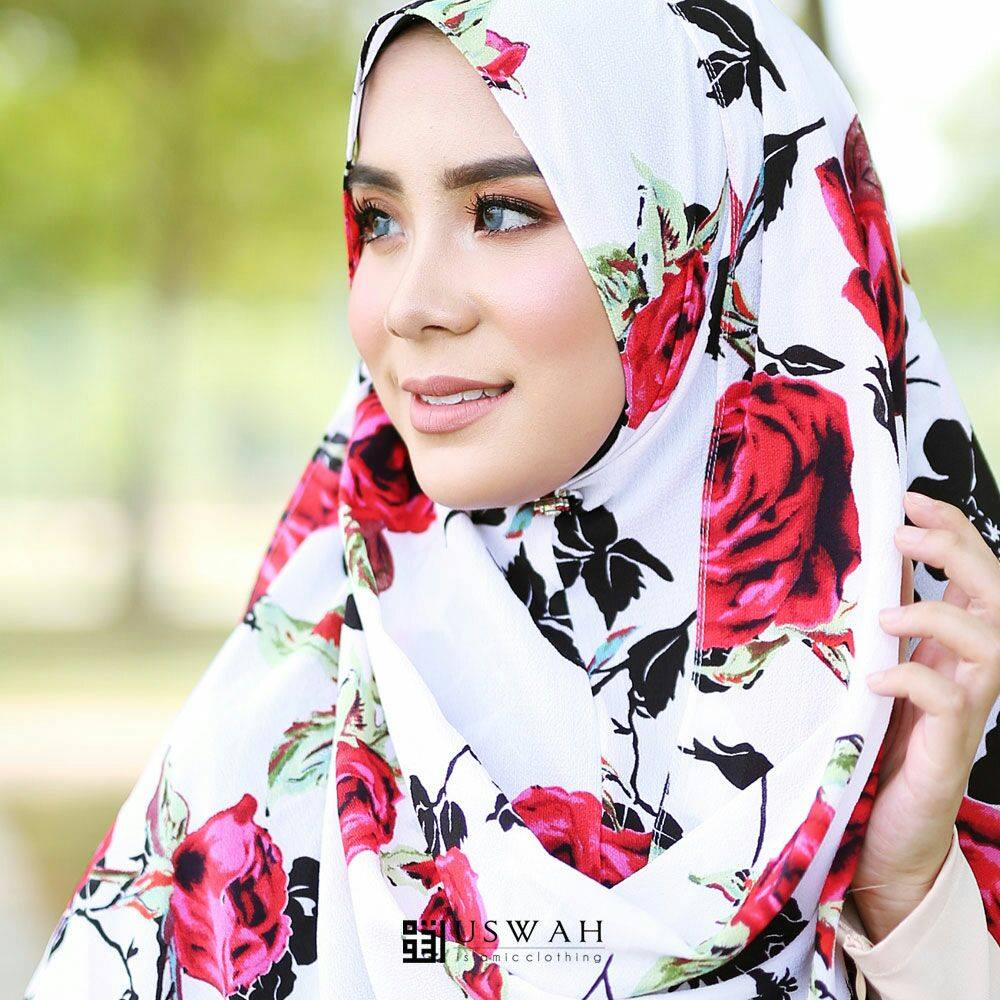 INSTANT SHAWL HUSNA LABUH CLOSE UP 2