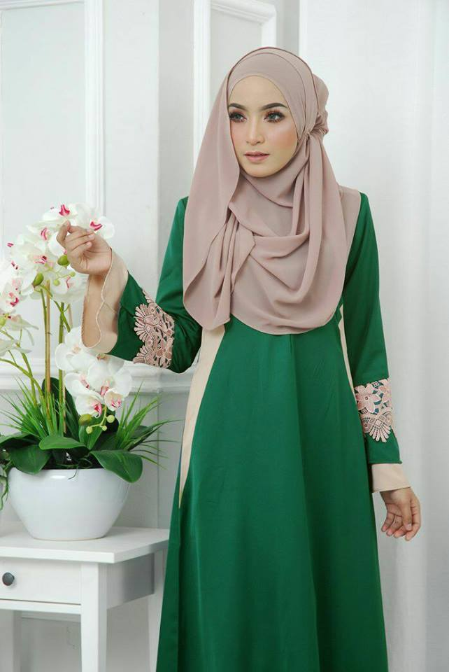 jubah-satin-neesa-emerald-green