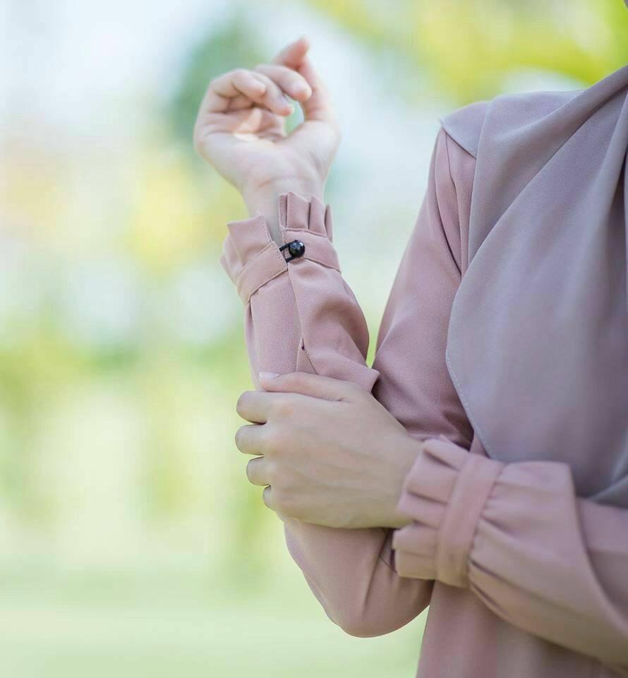 blouse-iris-close-up-c