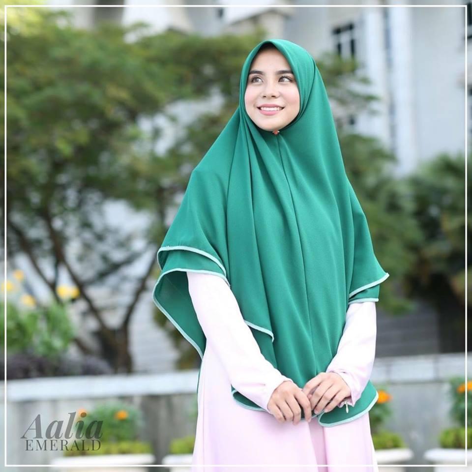 tudung-labuh-aalia-emerald-b