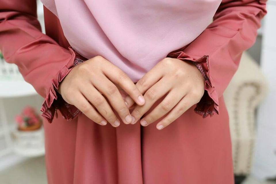 KURUNG MODEN DOLLY CLOSE UP 3