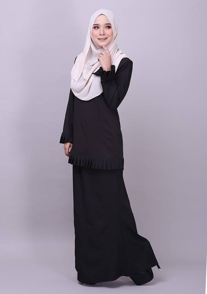 KURUNG MODEN PLEATED COMO CREPE MELUR BLACK 1
