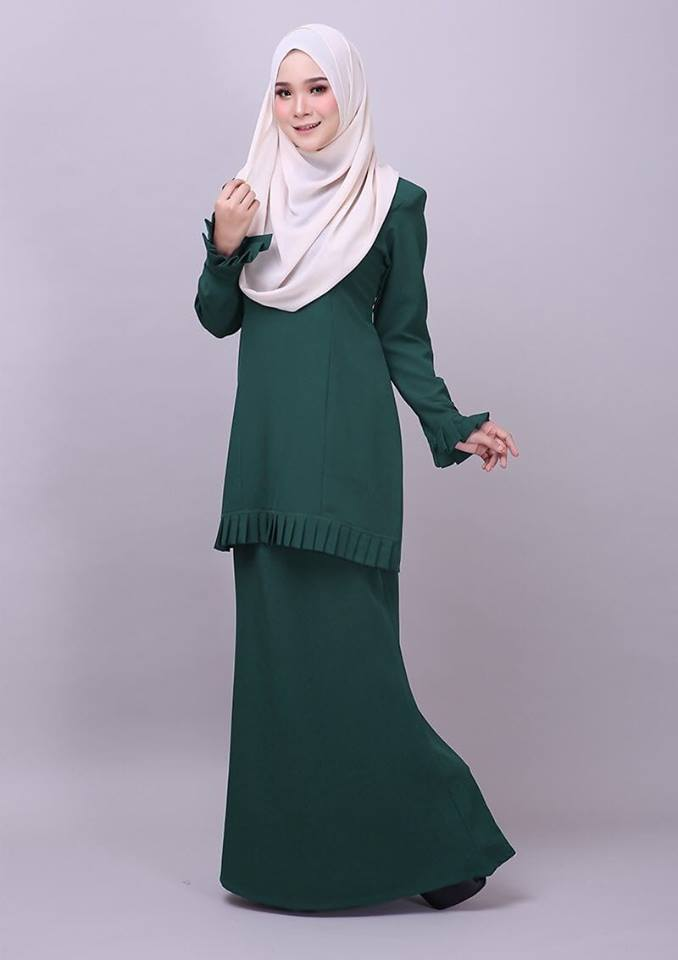 KURUNG MODEN PLEATED COMO CREPE MELUR DARK GREEN 2
