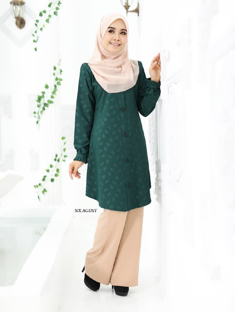 BLOUSE MUSLIMAH IRIS EMBOSSED EMERALD GREEN 1