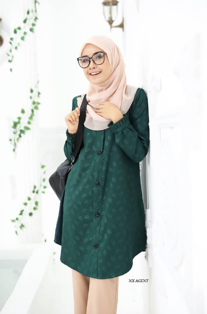 BLOUSE MUSLIMAH IRIS EMBOSSED EMERALD GREEN 2