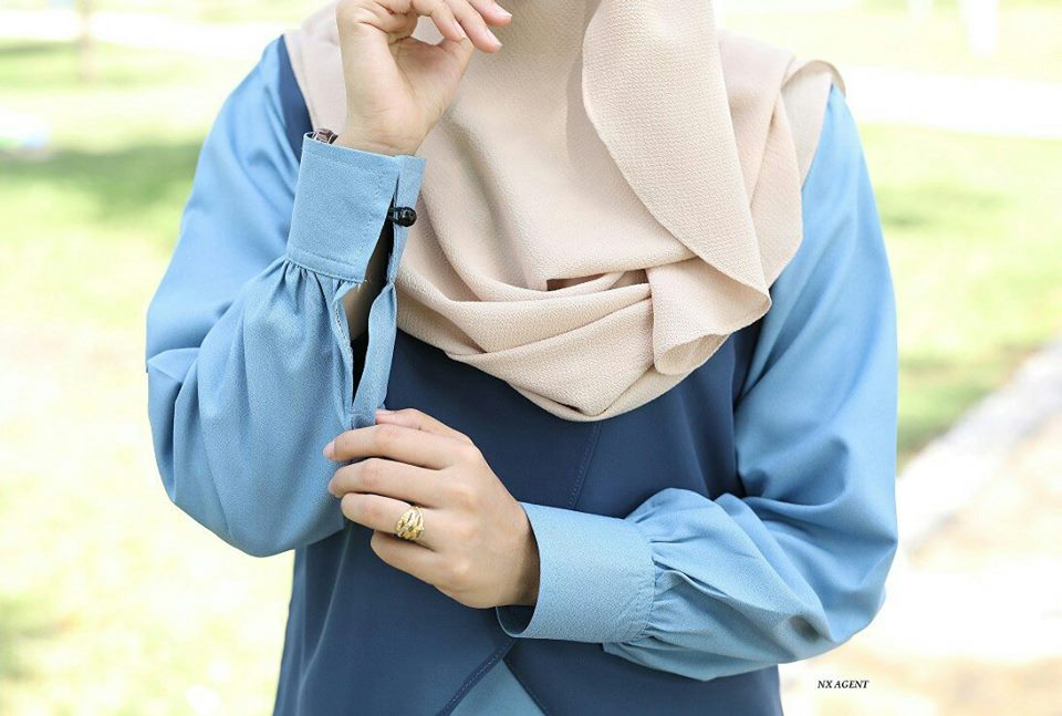 BLOUSE MUSLIMAH TERKINI HILYA CLOSE UP