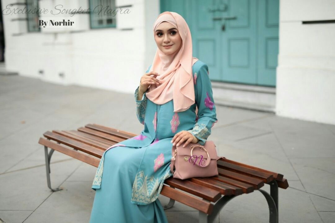 JUBAH LAYER SONGKET NAYRA CLOSE